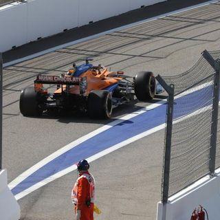Sainz 19° posición y Red Bull dominando