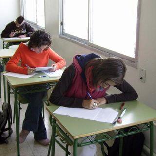 La Mesa de los Idiotas #024 Los Exámenes