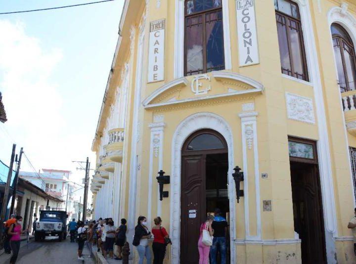 ¿Cuba bajo el dominio del dolar?