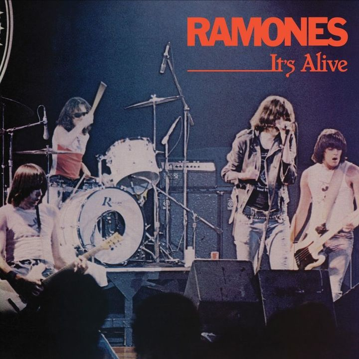 Especial RAMONES ITS ALIVE 1979 #RAMONES #ItsAlive #starwars #yoda #r2d2 #c3po #ig11 #kyloren #obiwan #skywalker #twd #titans #ww84 #bond25