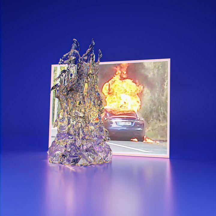 Bilde av en brennende Tesla