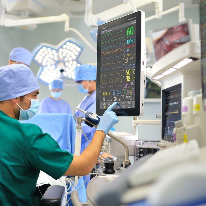 Warum Dominik Bettray für seine Karriere in der Plastischen Chirurgie wählen?