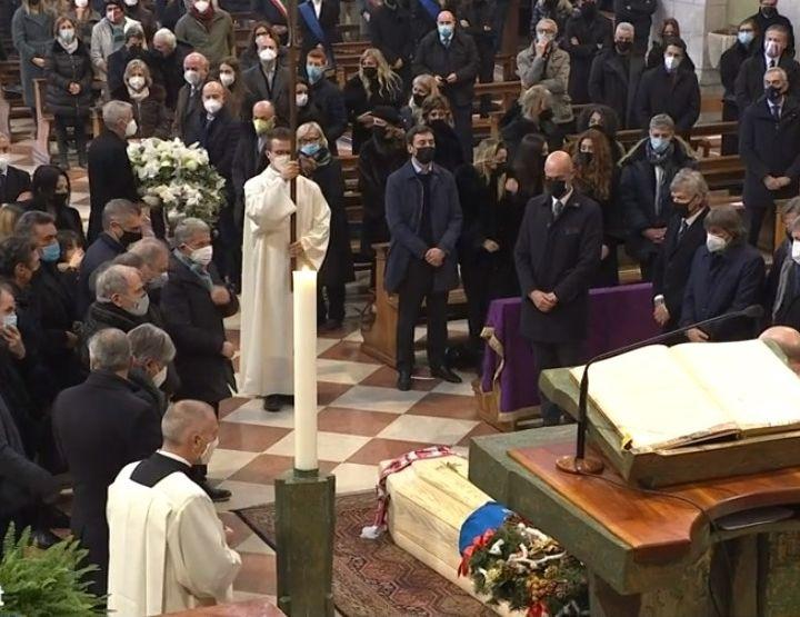 Nel giorno del funerale ladri in casa Paolo Rossi a Bucine, nella campagna toscana