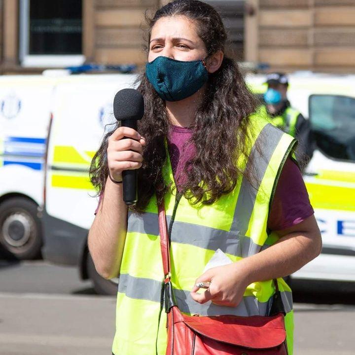 """""""Göç kanunları sınırlar değil insan hakları üzerinden çizilmeli"""" - aktivist Pınar Aksu ile söyleşi"""