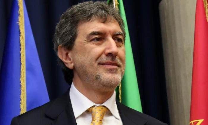 Il Governo stoppa l'Abruzzo: resti in zona rossa o verrà diffidata. Marsilio tira dritto: oggi negozi aperti