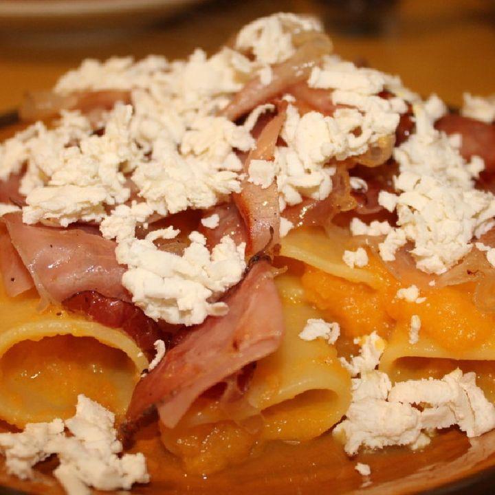 Paccheri Con Crema Di Zucca, Speck E Ricotta Salata