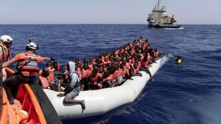 Migranti: non si ferma l'ondata di sbarchi. Nel weekend centinaia arrivati in Sicilia e Sardegna