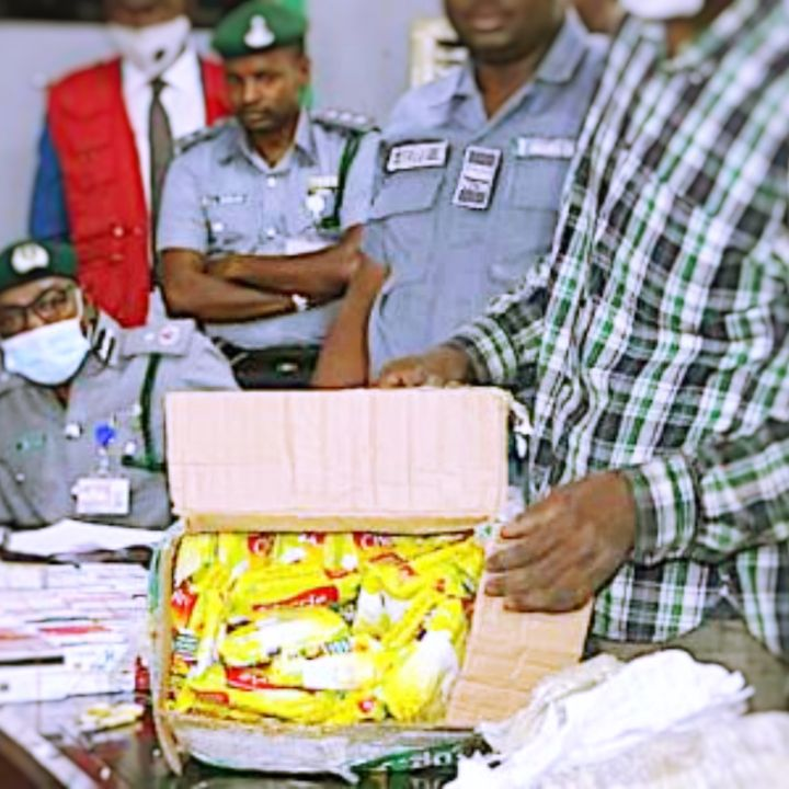 Nigerian Customs Service Intercepts Dubai-bound Passenger With 2,886 ATM Cards