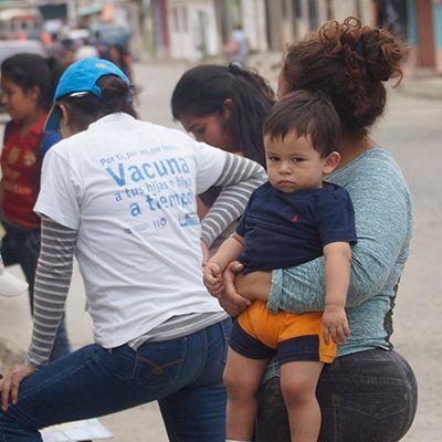 Vacunan en las calles