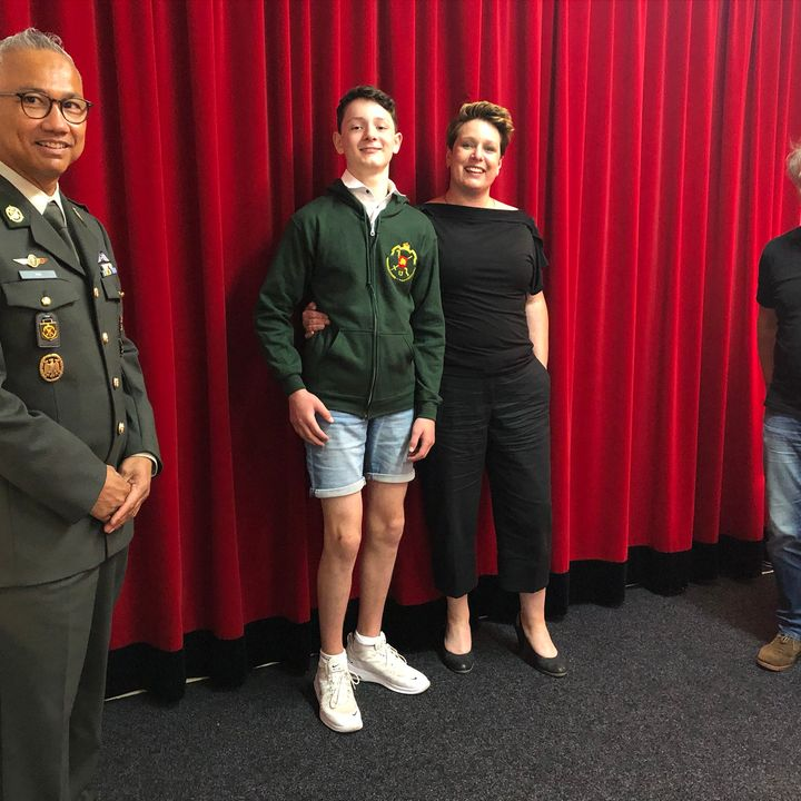 Radio uitzending met vrouw en zoon van Sergeant Rob Donkers (gesneuveld op 6 april 2007) en Lt Kolonel  Jerome Hek, Cdt 13 Gnk Cie