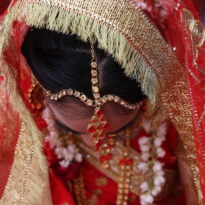 La sposa muore, sostituita dalla sorella