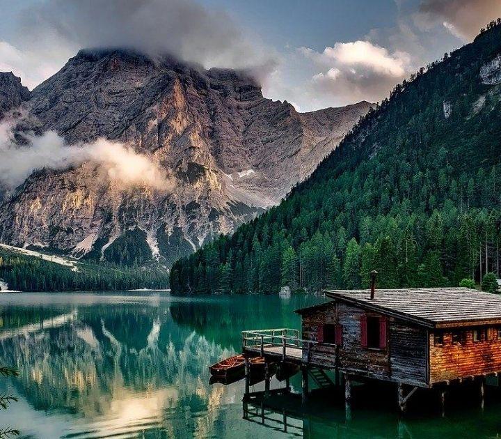 Il paradiso naturale più fotografato d'Italia il lago di Braies