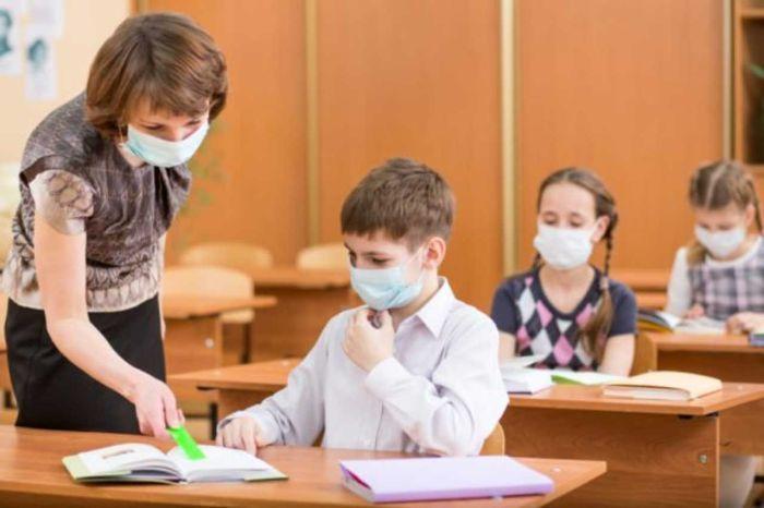 """Scuola, Cts: si alla mascherina per gli studenti. Miozzo: """"Imperativo riaprire"""""""