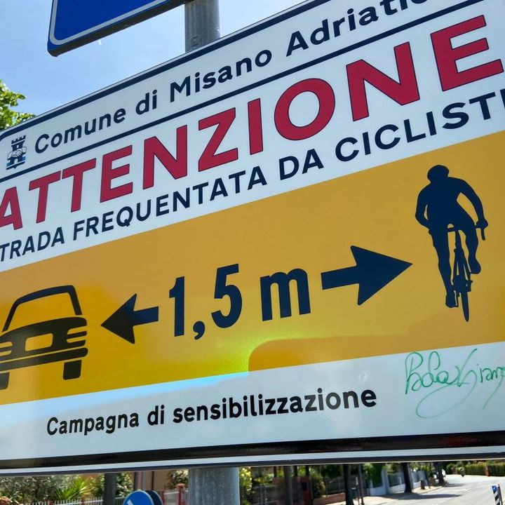 Lasciare almeno 150 cm, sorpassando un ciclista