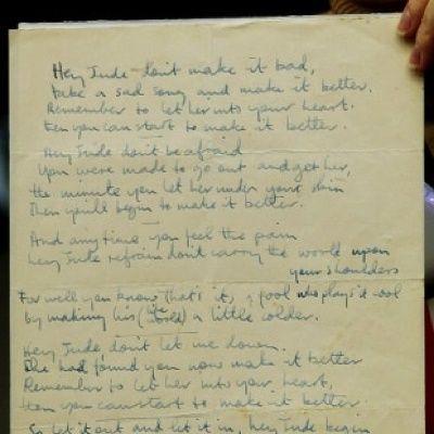 Il manoscritto di Hey Jude dei Beatles, venduto in un'asta online per 910mila $. Parliamo poi dei Pink Floyd e di The Dark Side of the Moon.