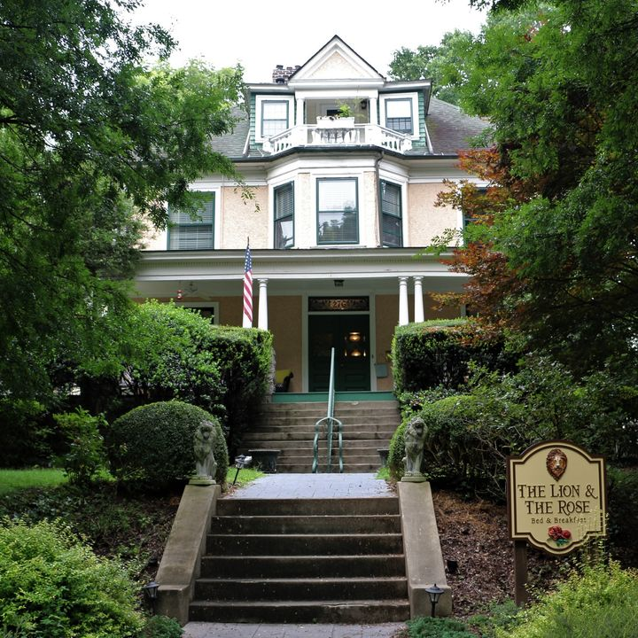 The Lion and The Rose Bed and Breakfast - Steve and Karen Wilson on Big Blend Radio