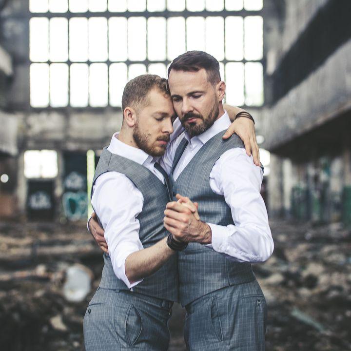 Mężczyźni w swoich tangowych objęciach