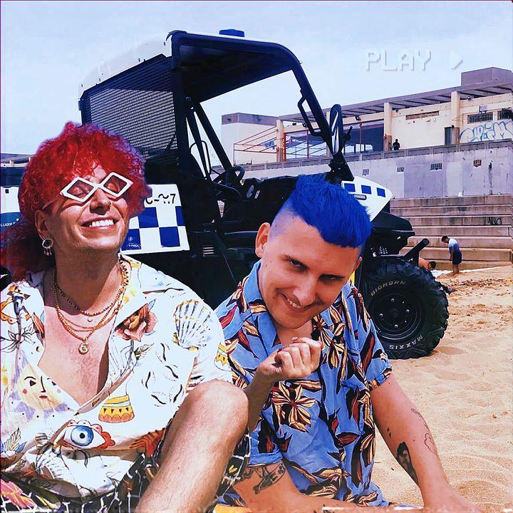 Na plaży fajnie jest, ale są też naloty policji