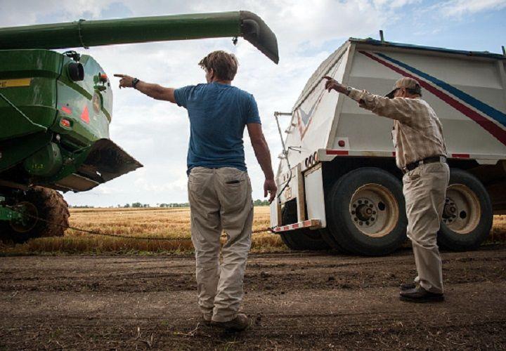 Neighbors harvest late farmer's fields for his family-Smile File
