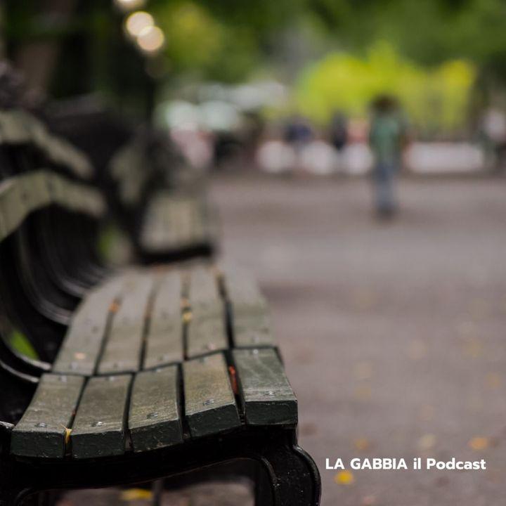 Una panchina, un frappé e una storia che inizia.