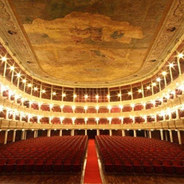Il teatro Politeama Greco di Lecce