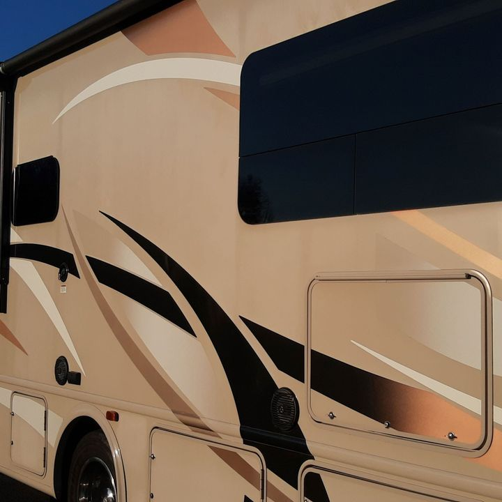 Relax RV- S2- E60 - Rigs finish being repaired