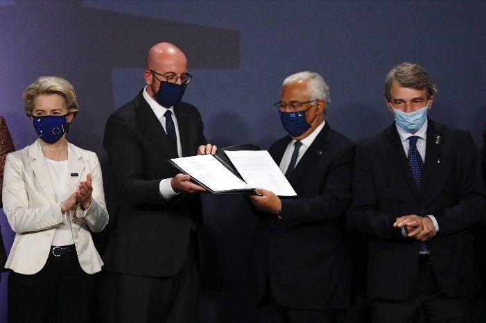 La conferenza stampa al Porto Social Summit dei vertici UE