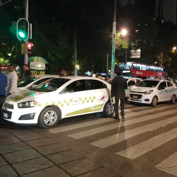 Taxistas se manifiestan contra empresas de transporte privadas