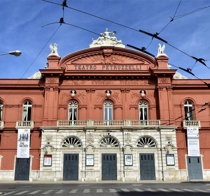 Teatro Petruzzelli • Bari