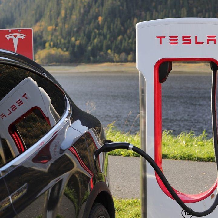 Tesla mejora su conducción autónoma y Amazon venderá coches
