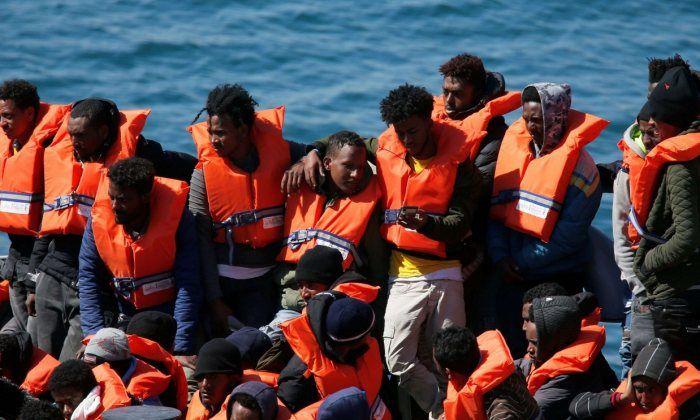 Migranti, due barche con 140 persone a bordo in difficoltà