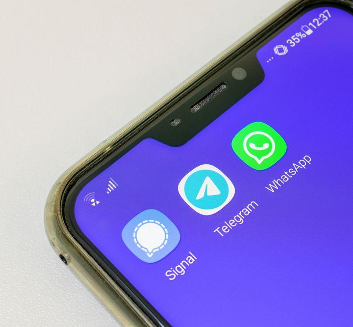 Fuga da WhatsApp. Il confronto Telegram – Signal