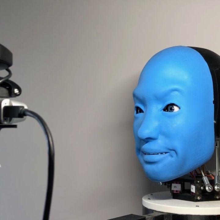 Bu nasıl psikoloji böyle? İnsanlara gülümseyen robotlar aramızda