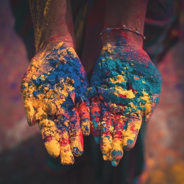 Dia Turns Colourful on Holi Tale