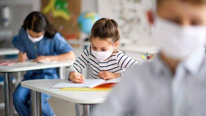Scuola, incertezze sulla riapertura: troppi docenti positivi