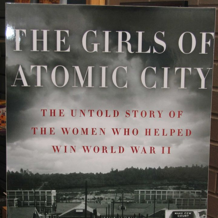 Book - The Girls of Atomic City