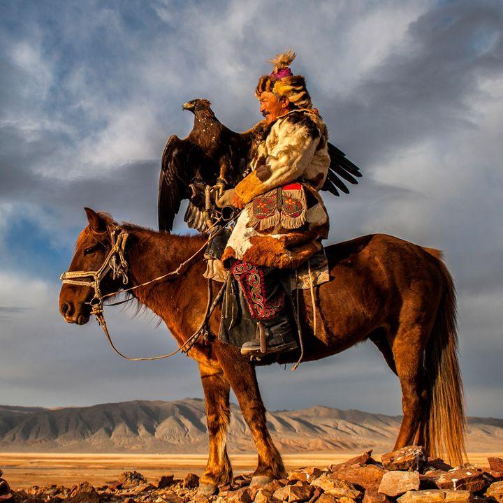 Mongolia: tra laghi di ghiaccio e dune di sabbia