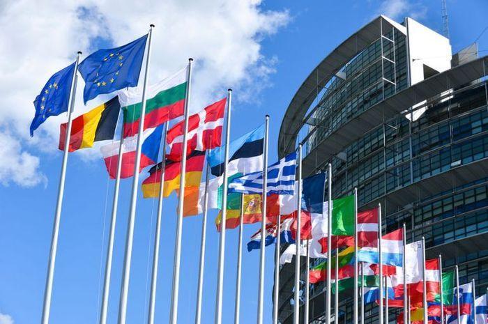 Bufera sulla Bielorussia, scattano le sanzioni Ue. E spunta un video del reporter arrestato