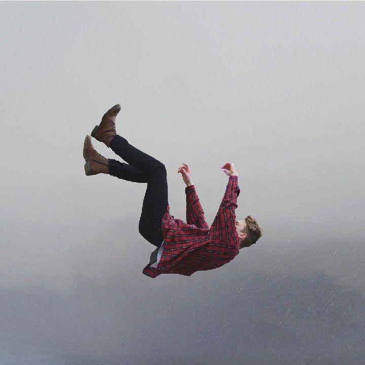 A gambe all'aria
