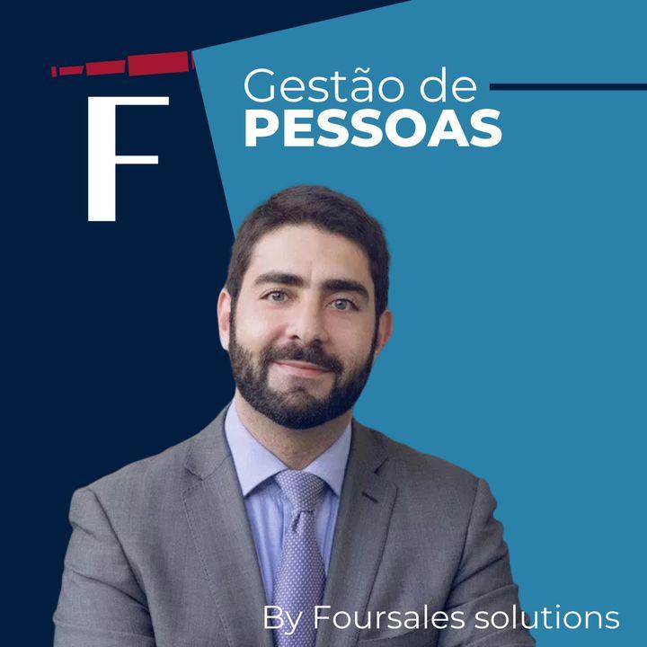 """Camila Almeida, Diretora de Pessoas na Azul, falando sobre """"Por dentro do RH de uma das empresas mais admiradas do Brasil""""."""