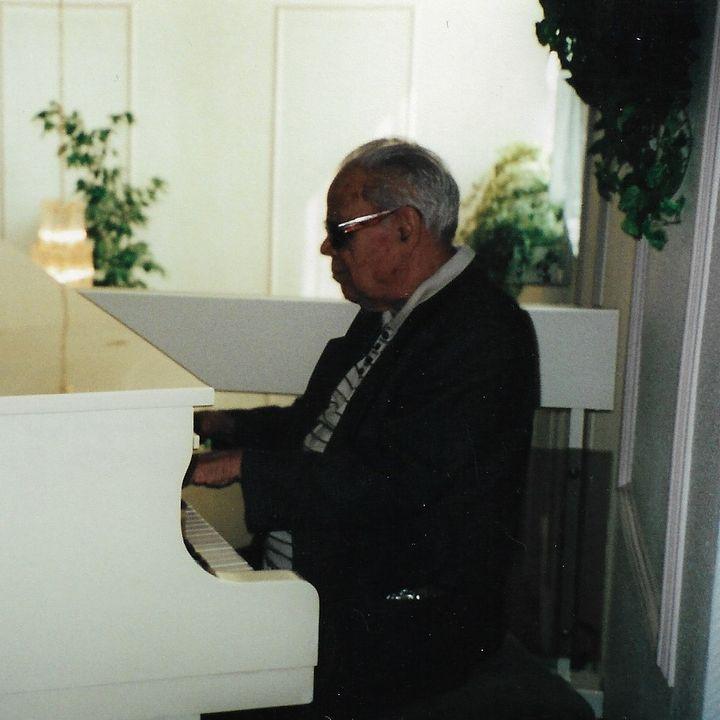 Voces con el pianista Frank Emilio - Agosto de 2000