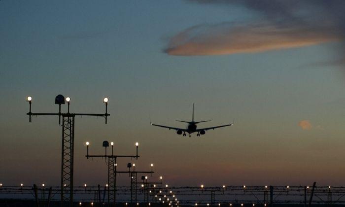 Atterrato a Fiumicino ultimo volo da Kabul. Allerta massima di attentati negli Stati Uniti