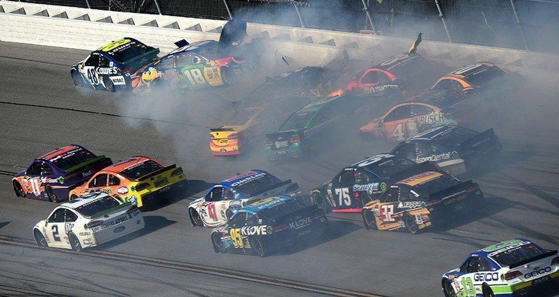 Around the Track - NASCAR DFS - imagen de portada