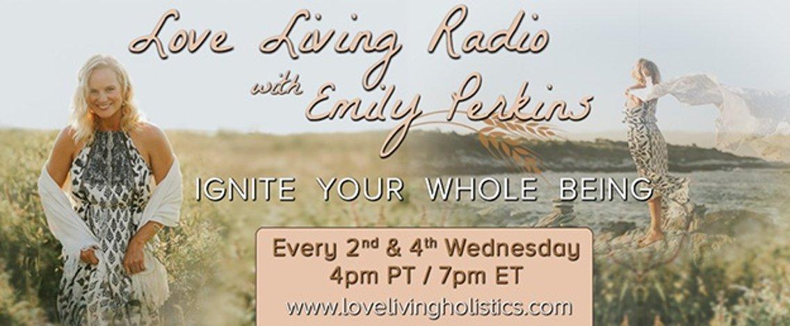 Love Living Radio - immagine di copertina