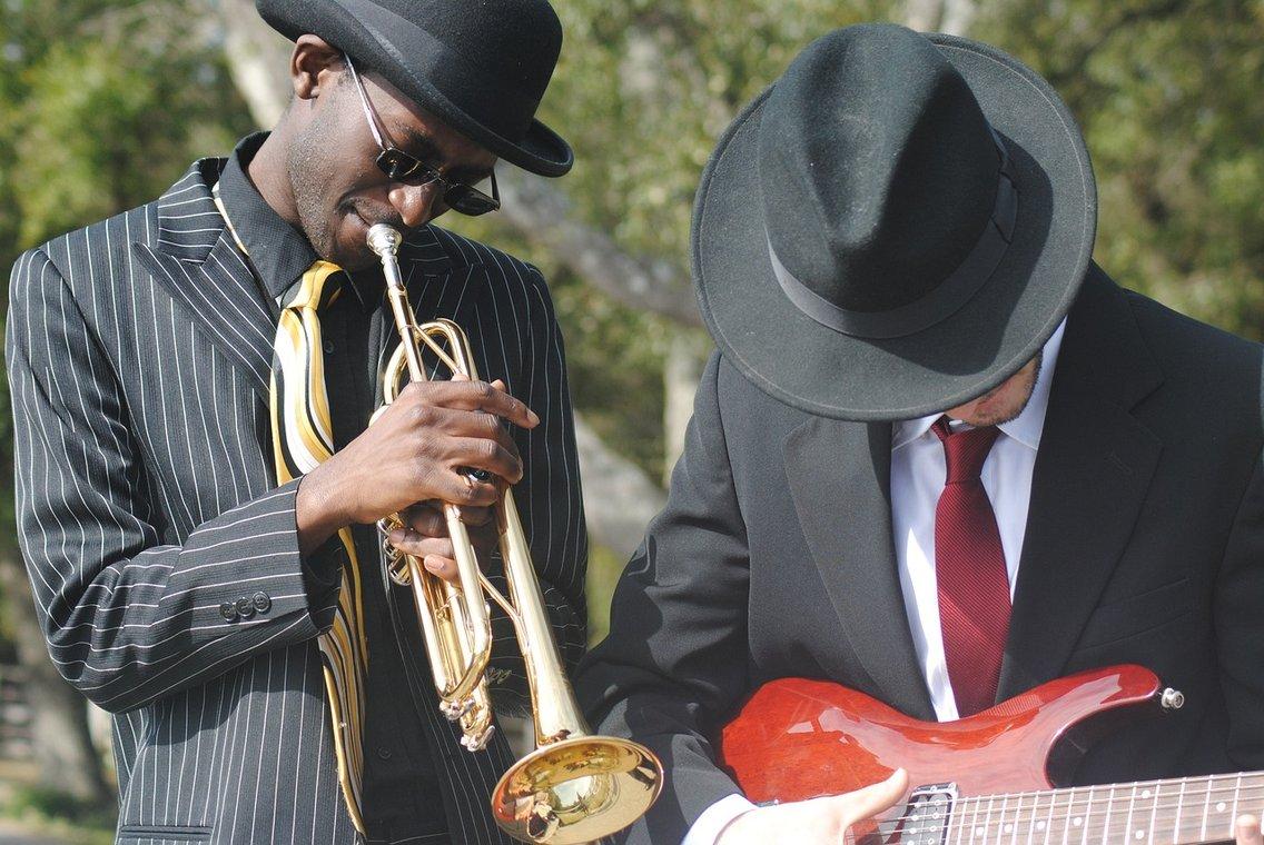 Podcast and Blues (Music) - imagen de portada