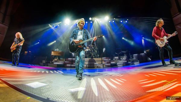 Stuck & Gunner - REO Speedwagon's Bruce Hall: Best Singer In The Band - According to Gunner!